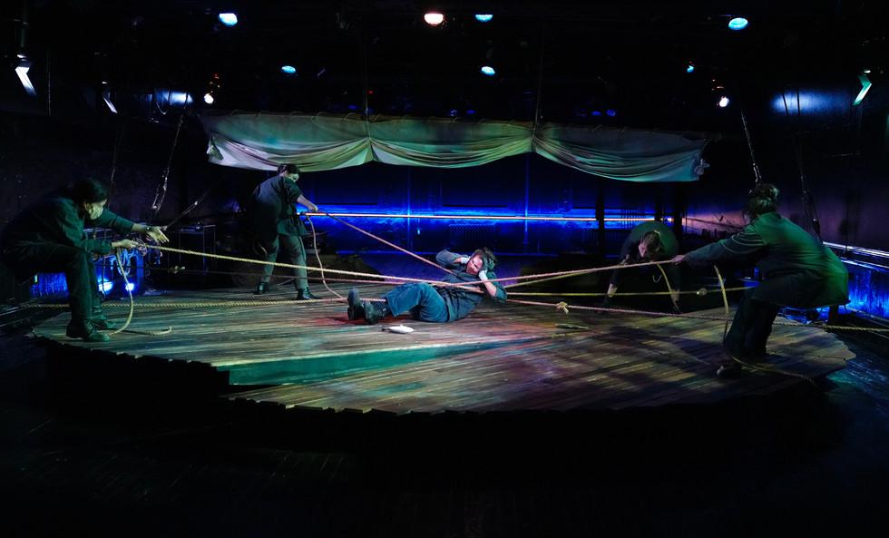 Tile Odysseus to the raft
