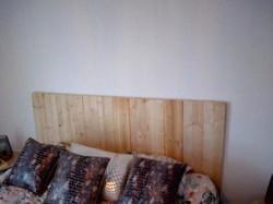 création tête de lit en bois de coffrage
