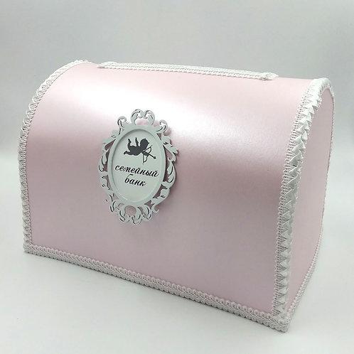 Нежно-розовый с амуром