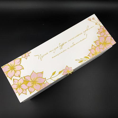 Коробка для вина с пудровыми магнолиями