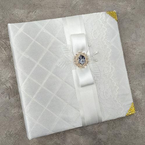 Книга с атласной обложкой белая