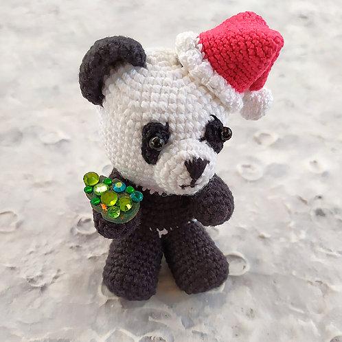 Панда с драгоценным подарком