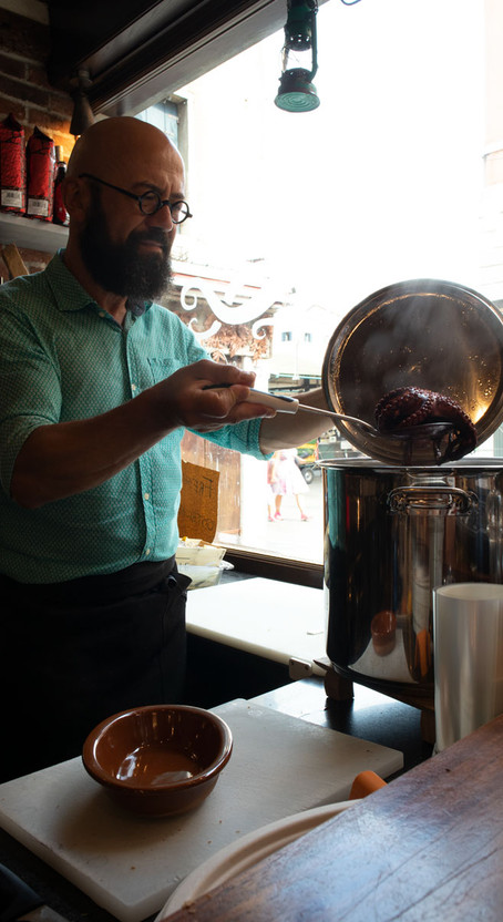 I Compari: boiled octopus and other delicacies in the heart of Rialto