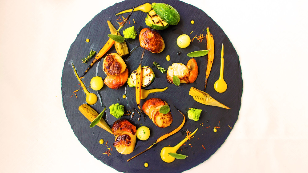 Seared scallops with vegetables