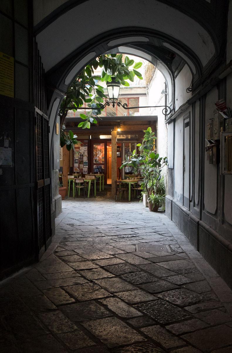 Un Sorriso Integrale, Naples