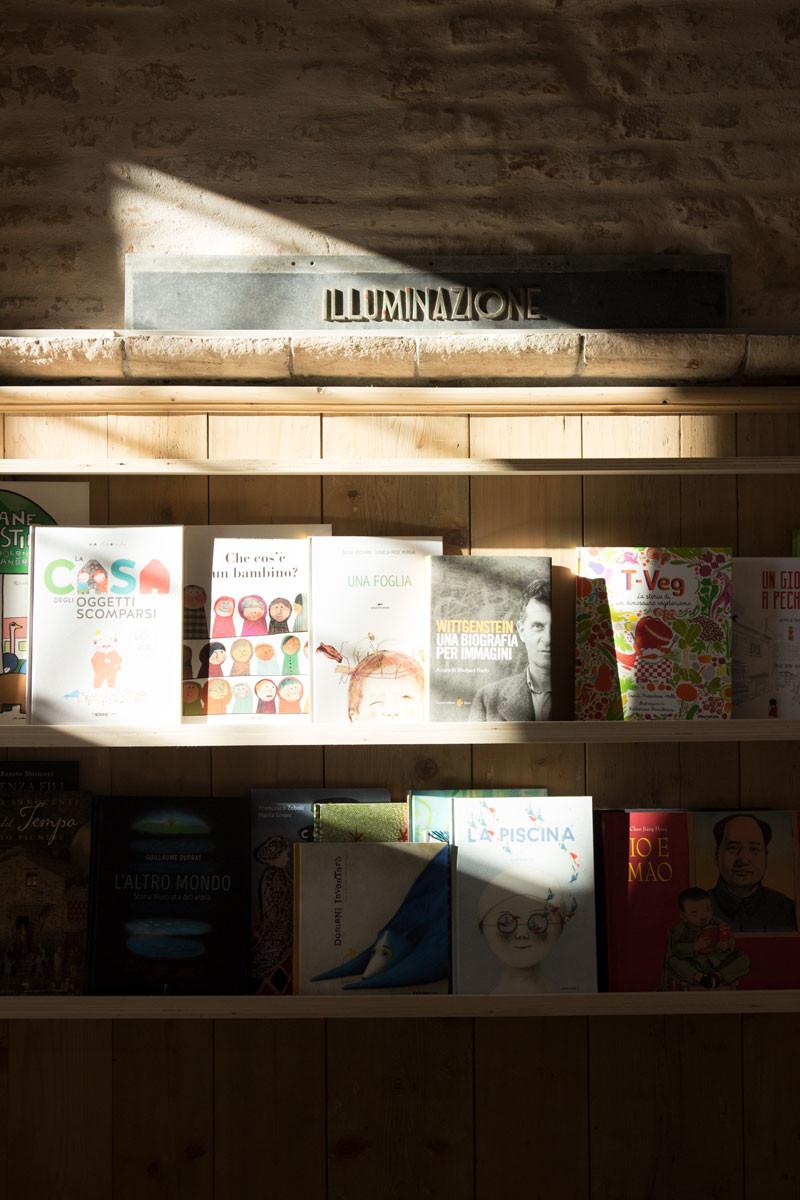 sullaluna bookshop | | Venice Italy Quality Shopping Guide