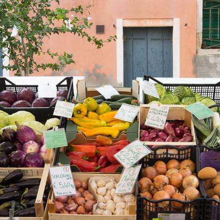The Thursday market in Rio Tera' dei Pensieri
