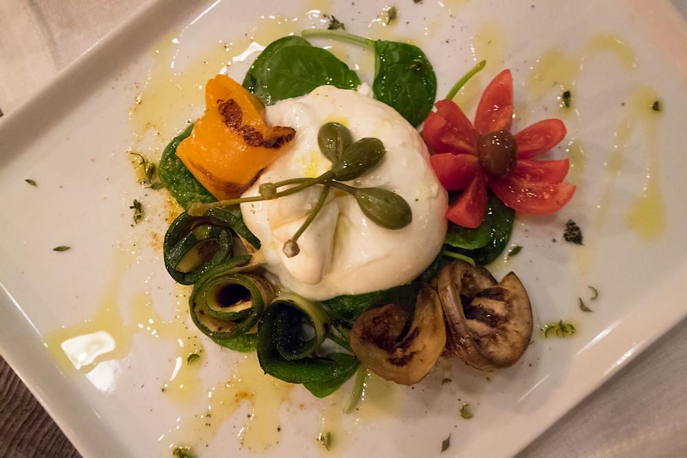 Burrata with grilled vegetables   Shiraz, wine bar in Rialto - Venice
