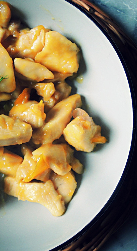 Tasty chicken with honey and oranges
