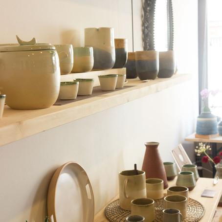 Discovering a new ceramic shop in Via Garibaldi and rummaging at the Sensa market in Lido