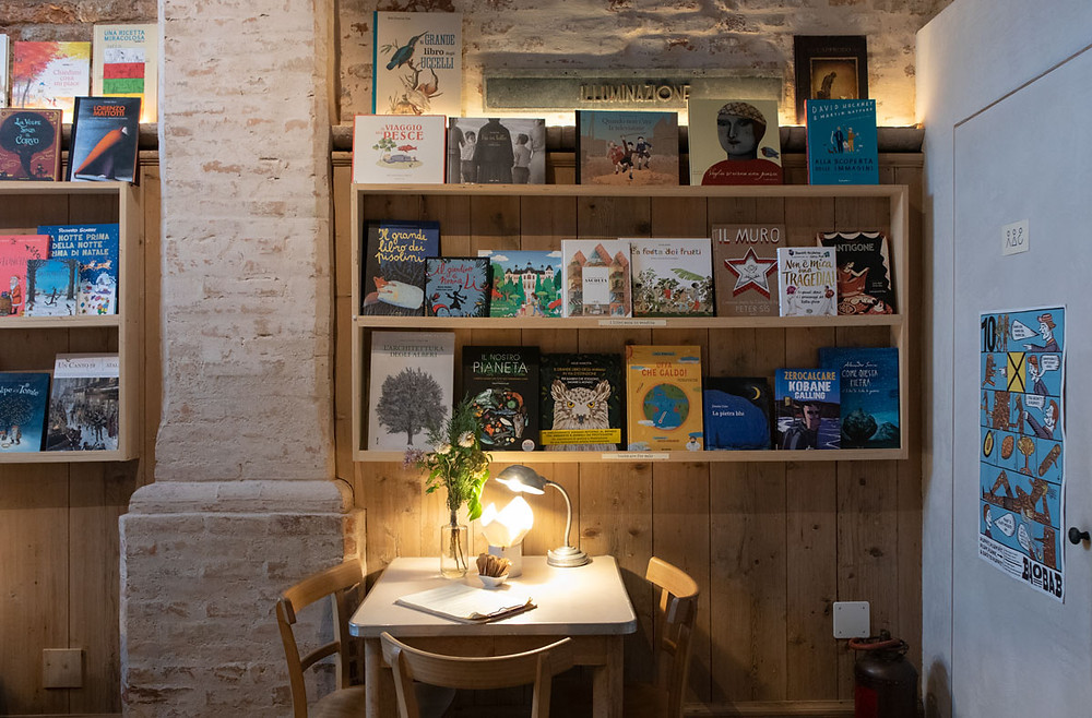 sullaluna | vegetarian teahouse and bookshop in venice - italy