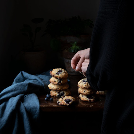 Cookies with corn flakes, blueberries, chocolate chips and sea salt