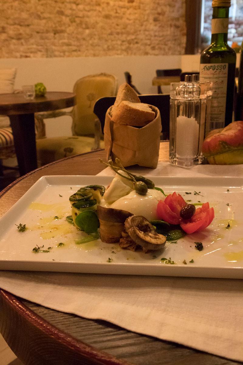 Burrata with grilled vegetables | Shiraz, wine bar in Rialto - Venice