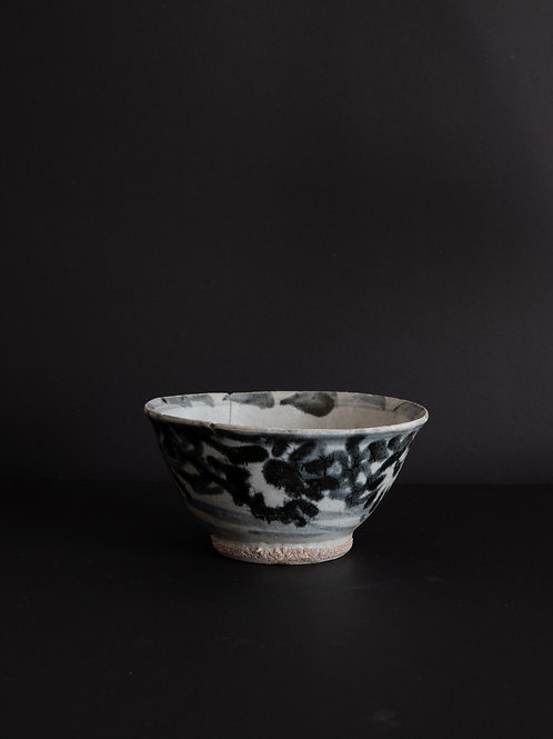 Handpainted Chinese Bowl Circa 18th Century
