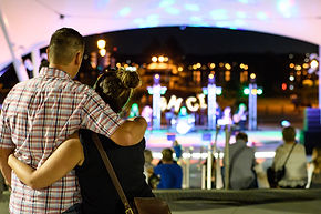 Couple watching OMCI concert - Photo by Richard Wintle
