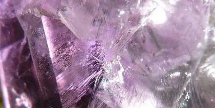 Améthyste,Amétrine, Fluorite, Charoïte, Sugilite, Labradorite violette. Chakras. Spiritualité, sagesse, méditation, élévation de l'esprit, facilite la détente et le sommeil