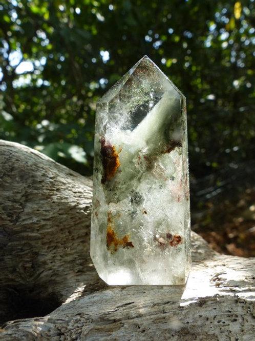 Cristal de roche à inclusion de chlorite*