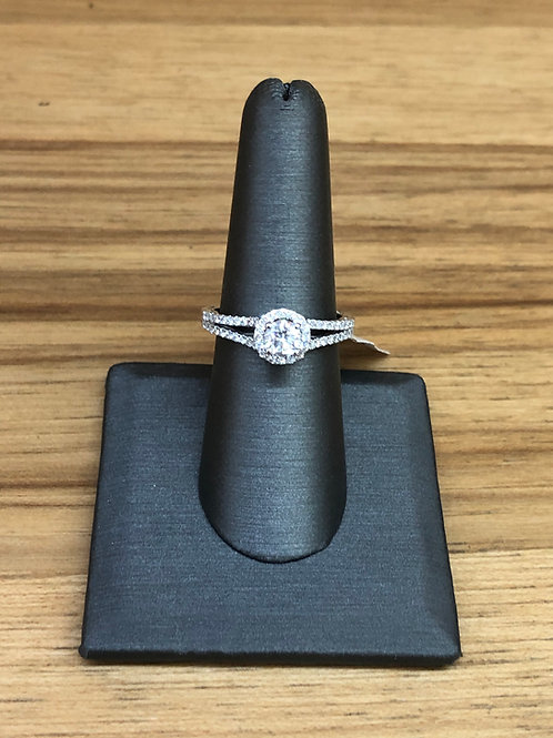 1.01 ctw diamond engagement ring