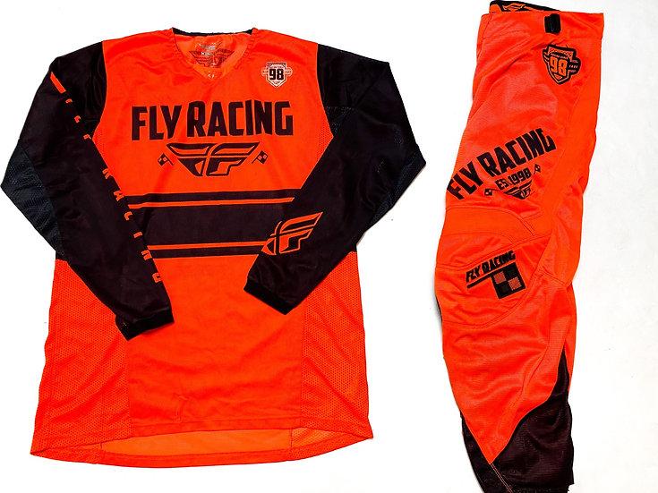 Fly Kinetic Era orange/black gear combo (32/L)