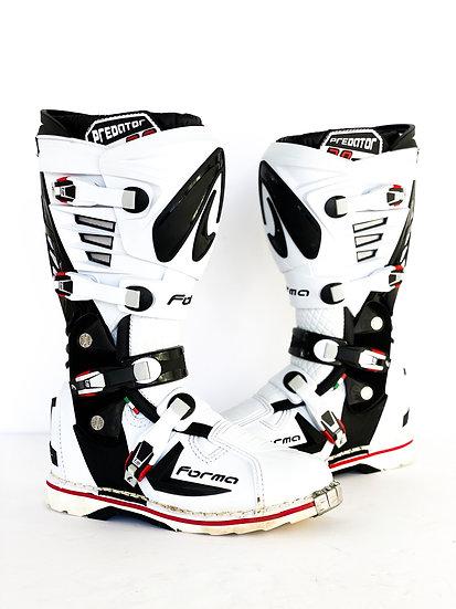 Forma Predator 2.0 white/black boots Size 10 (44eu)