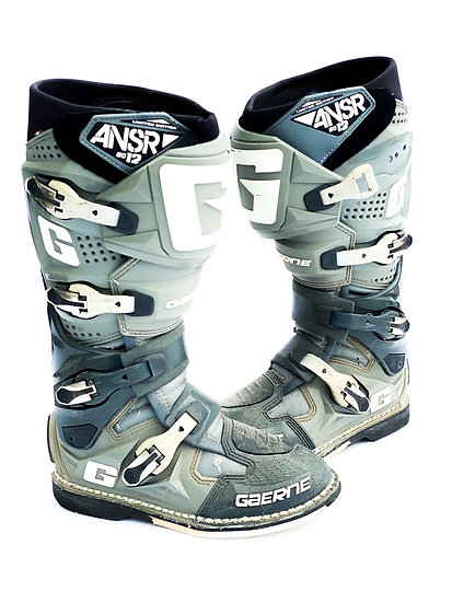 """Gaerne SG12 """"Answer"""" grey/white boots Size 8"""