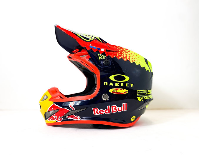 """Troy Lee Designs SE4 """"Redbull Athlete Only"""" Custom Painted helmet Size Small"""