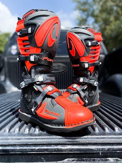 Forma Predator 2.0 orange/black boots Size 10