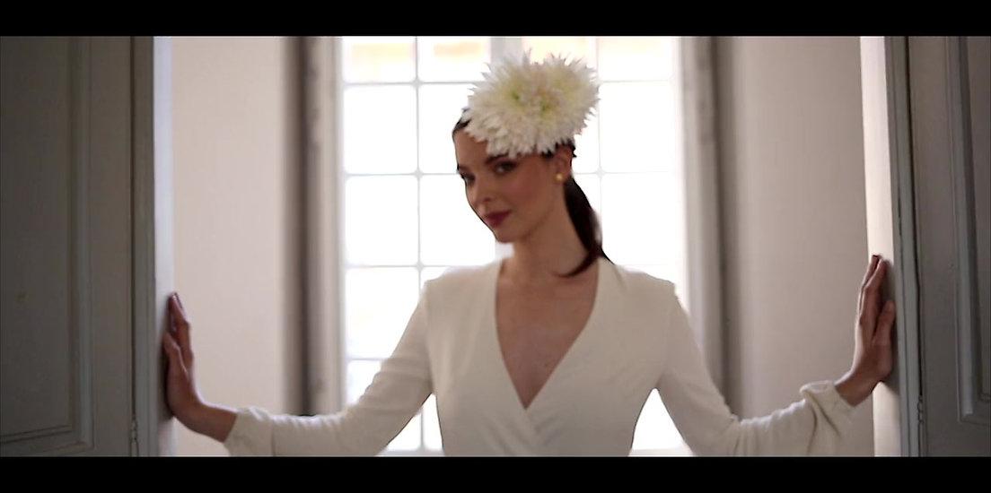 Robe de mariée minimaliste : mariage civil, cérémonie laïque, beaux évènements.