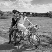Ensemble GALLA PIA. robe doré, ensemble moderne et épuré, robe de mariée chic et graphique, made in France, styliste Delphine Josse. Boutique de robe mariage Toulouse.