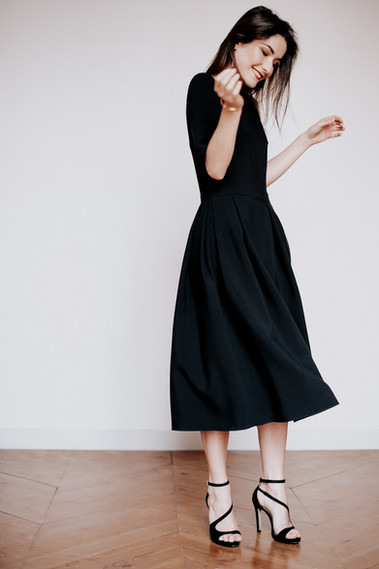 MONA, robe noire créateur minimaliste,  boutique de robes chics à Toulouse, robe made in France.