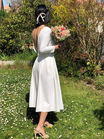 Robe dos nu MONA ivoire. Mariée simple et élégante, robe dos nu de créateur, robe de mariée créateur . Delphine Josse