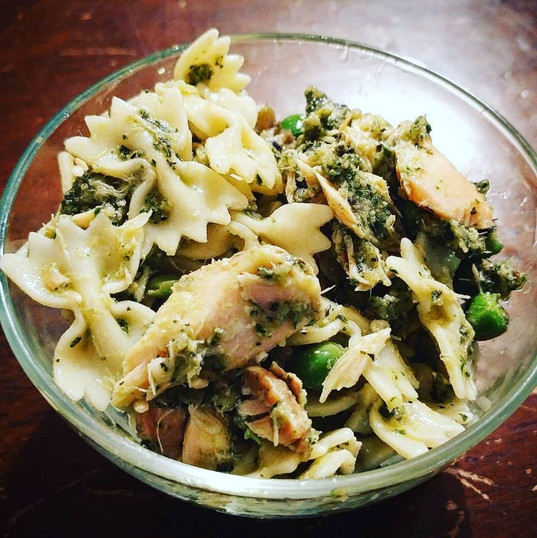 Bowtie pesto pasta with salmon and peas