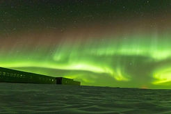 COOL GREEN NORTHERN LIGHTS PIC 2.JPG