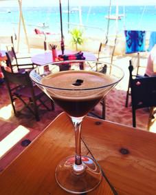 Espresso Martini sur la plage de Cavalière