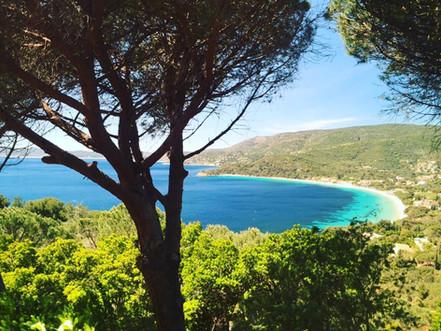 La Baie de Cavalière entre le Cap Nègre et Le Layet