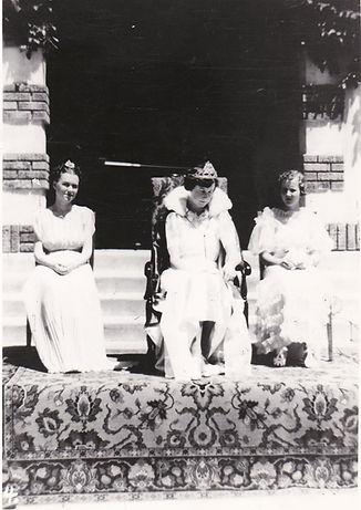 e 1938 Festival Court.JPG