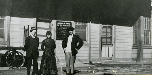 Izetta & Joel Schwartz at depot 1914 Edi