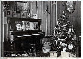 1913 parlor at christmas.jpg