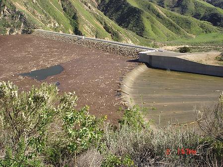 2005 Flood_Piru Dam spillway.jpg