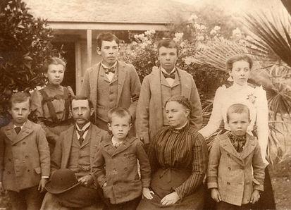 Arundell Family 1910.jpg