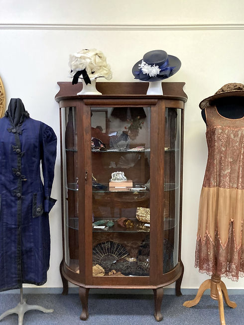 Dress Room.JPG
