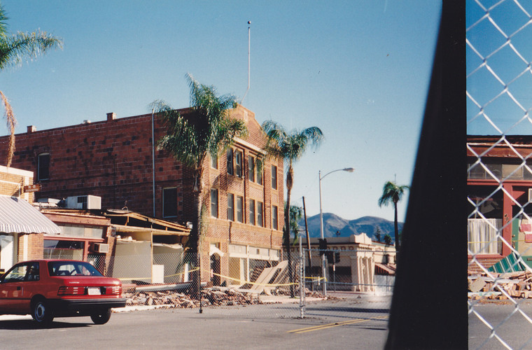 1994 Earthquake Looking South on Central