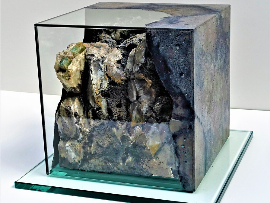 MineralIN (1)   25x25x25 cm (inside = mineral embedded in 3D rock imitation , glass = painted with mineral texture )