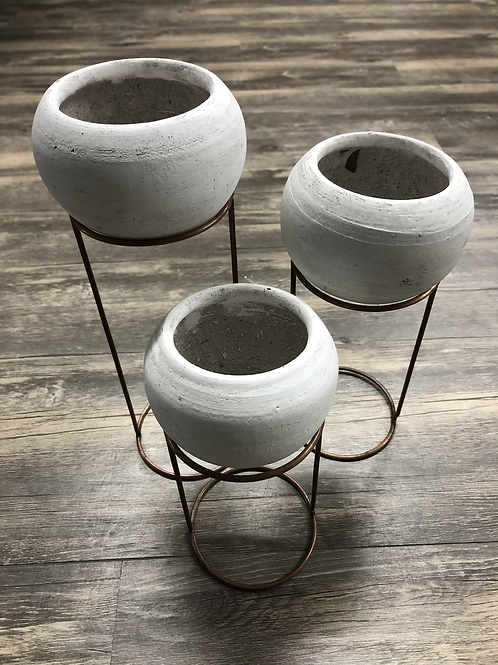 Clay pot on metal stand