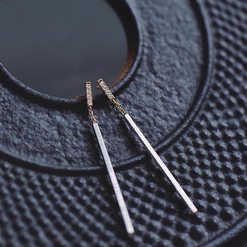 光の柱 YG x Silver Earrings (short)