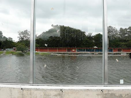 Muros e portões de vidro aumentam a segurança de empreendimentos