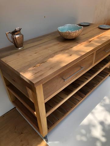 Isla de cocina en madera dura de zoita