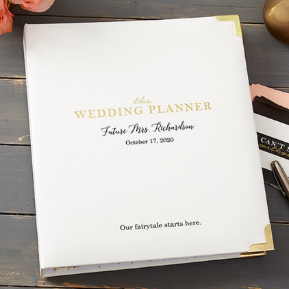 How To Stay Organized While Planning a Wedding