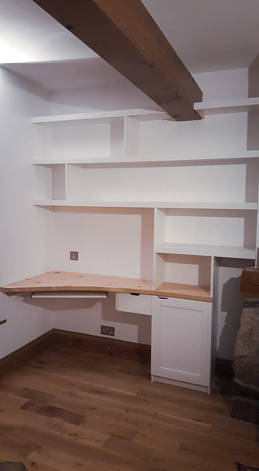 Handmade Bespoke Furniture : Shelving & Desk