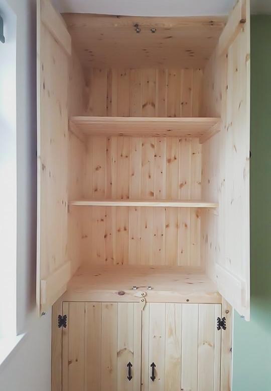 Bespoke Handmade Furniture : Build in cupboard